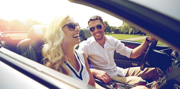 Planujesz city break ze znajomymi? Wypożycz samochód i podróżuj bezpiecznie - zdjęcie