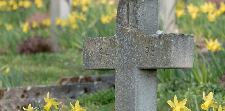 Pogrzeb porwanego tydzień temu 11-letniego Sebastiana. Tłumy żałobników - zdjęcie