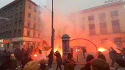 """Warszawska policja publikuje zdjęcia i nagrania z Marszu Niepodległości. Czasem """"było naprawdę gorąco"""" [Wideo] - miniaturka"""