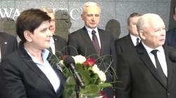 Powitanie premier na lotnisku. 'To nie była porażka, to zwycięstwo' - miniaturka