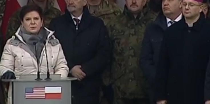 Premier Beata Szydło w Żaganiu: Rząd dopełnił zobowiązania, gościmy najwspanialszą armię świata - zdjęcie
