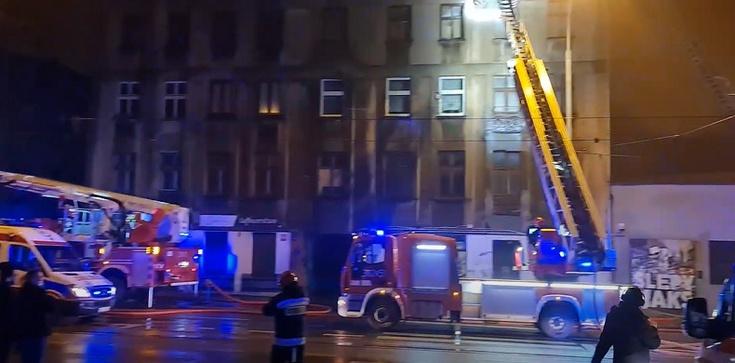Tragiczny pożar kamienicy w Łodzi. Nie żyje jedna osoba - zdjęcie