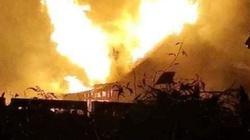 Policjant po służbie uratował kobietę z płonącego domu, ewakuował sąsiadów i wezwał straż pożarną - miniaturka