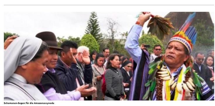 Uczestników przedsynodalnego forum ,,błogosławił'' szaman - zdjęcie