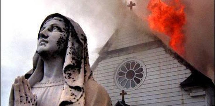 Muzułmanie spalili kościół, bo zdenerwował ich śpiew - zdjęcie