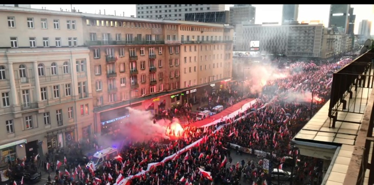 Prowokacje Obywateli RP na Marszu Niepodległości. Profanacja flagi, zamieszki - zdjęcie