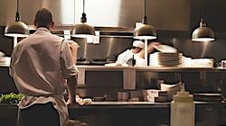 Pierwsza restauracja otwarta w Kaliszu. Sanepidu się nie boi  - miniaturka