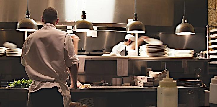 Pierwsza restauracja otwarta w Kaliszu. Sanepidu się nie boi  - zdjęcie
