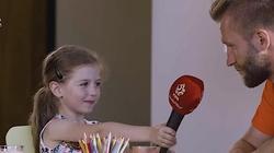 Urocze! Mała Laura rozmawia z polskimi piłkarzami. O czym? Zobacz! - miniaturka