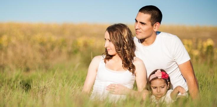 Potrzebujemy odnowy duszpasterstwa rodzin. Kościół rozpoczyna Rok Rodziny  - zdjęcie