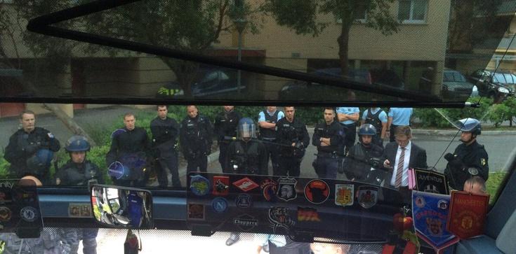Rosyjscy kibice zabarykadowali się w autobusie. Do akcji wkracza konsul! - zdjęcie
