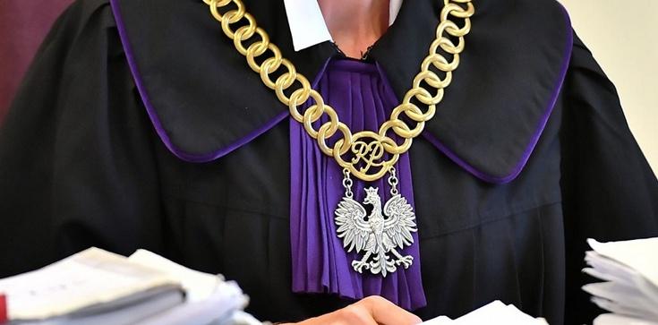 Kasta basta. Ustawka ,,kasty'' w krakowskim sądzie - zdjęcie