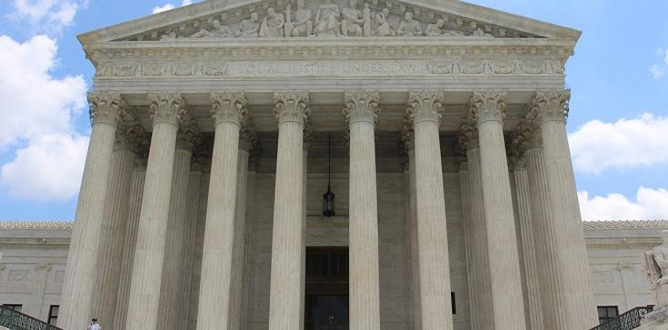 Pilne! Sąd Najwyższy USA: Dozwolona jest odmowa adopcji dzieci homoseksualistom przez ośrodki katolickie - zdjęcie