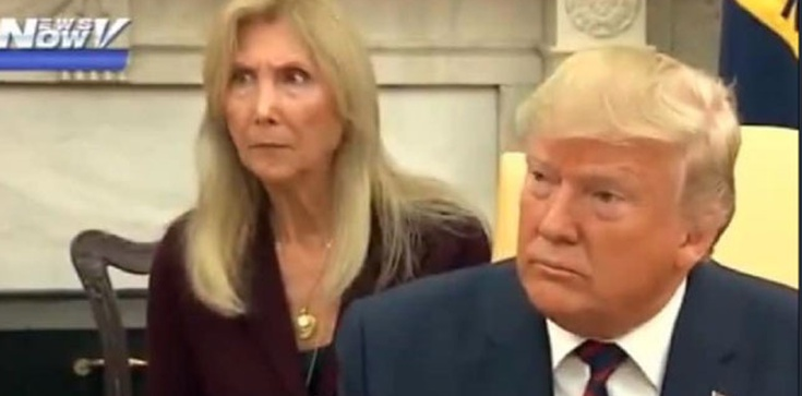 Ten żart Donalda Trumpa skonsternował tłumaczkę - zdjęcie