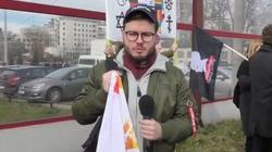 Staszewski porozwieszał tabliczki i puścił zdjęcia w świat. Zapomniał dopisać, kto jest ich autorem - miniaturka