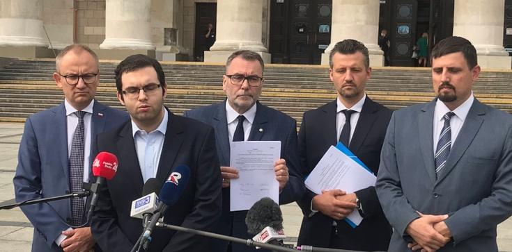 Co z ul. Lecha Kaczyńskiego? Radni Warszawy biorą sprawy w swoje ręce - zdjęcie