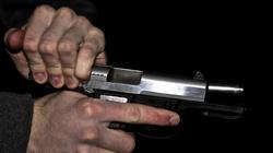 Polacy z łatwiejszym dostępem do broni? PiS łączy siły z Konfederacją - miniaturka
