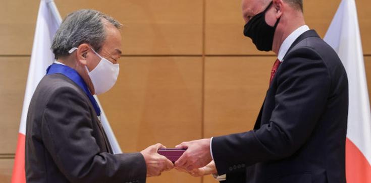 Andrzej Duda w Tokio. Prezydent odznaczył prezesa Toyoty  - zdjęcie