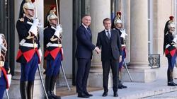 Spór z Brukselą. Prezydent Duda spotkał się z Emmanuelem Macronem  - miniaturka