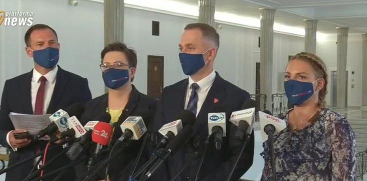 Kampania nienawiści wobec prof. Czarnka. ,,Homofob'', ,,tchórz'', ,,najgorszy minister'' - zdjęcie