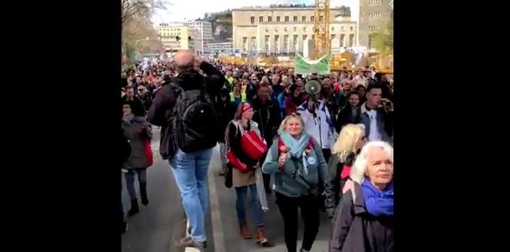Demonstracje koronasceptyków w Berlinie. Starcia z policją - zdjęcie