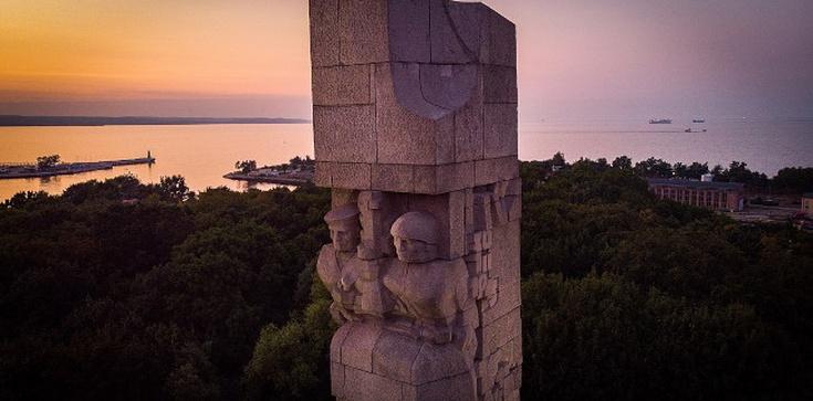 Sensacyjne odkrycie na Westerplatte. W trumnie polskiego bohatera szczątki… niemieckiego żołnierza  - zdjęcie