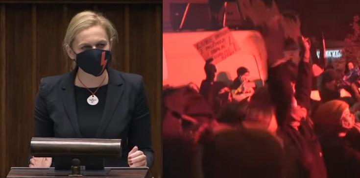 Poseł Nowacka potraktowana gazem na ,,Strajku Kobiet''. Prokuratura: Policjant działał właściwie  - zdjęcie