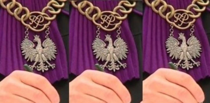 Kasta basta: Płocki sąd uniewinia profanatorki. Matka Boża z tęczową aureolą ,,nie obraża uczuć'' - zdjęcie