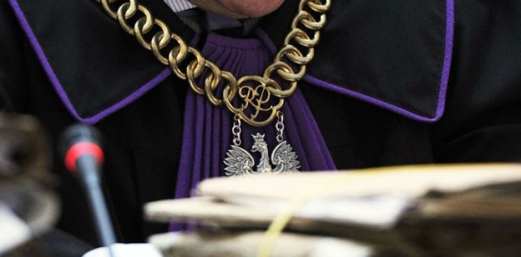 Kasta basta. Sędziowie robią kabaret z epidemii - zdjęcie