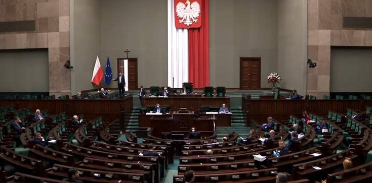 Posłowie zagłosowali nad projektem 'Zatrzymaj aborcję' - zdjęcie