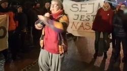 Piękne samozaoranie KOD-ziarzy spod Sejmu! 'Mój ojciec był sędzią w czasach komuny!' - miniaturka