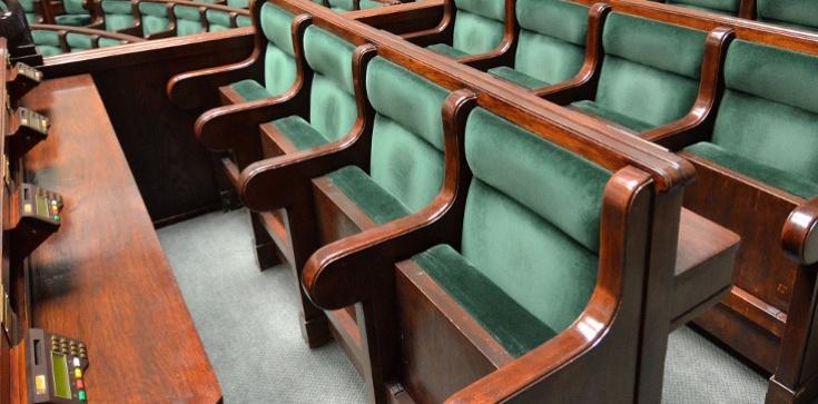 Zaskakujący sondaż... Korwin wchodzi do Sejmu, a kolacja PO i Nowoczesnej?  - zdjęcie