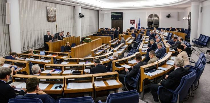 Senat przyjął uchwałę ws. wolnych mediów autorstwa KO - zdjęcie