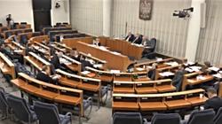 Senat: Piątka dla zwierząt wątpliwa konstytucyjnie  - miniaturka