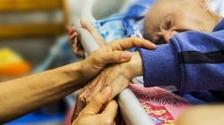 Szokujący raport z Belgii. Tysiące opuszczonych seniorów umierało w domach opieki - miniaturka