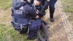 Demonstracja w obronie Tulei. ,,Babcia Kasia'' zatrzymana i doprowadzona przed sąd - miniaturka
