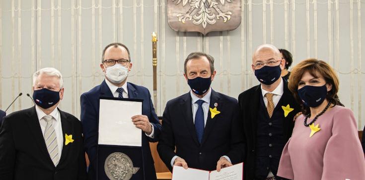 Senat dziękuje Bodnarowi. Marszałek Grodzki przygotował nawet… medal - zdjęcie