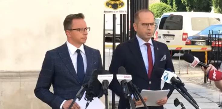 Szczyt bezczelności! Joński i Szczerba chcą przeprosin od rządu za… brak szpitali tymczasowych  - zdjęcie