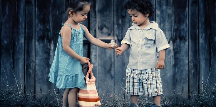 Biskupi: My wszyscy jesteśmy odpowiedzialni przed Bogiem za rozwój dzieci! - zdjęcie