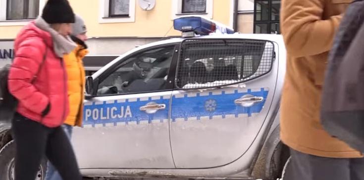 Weekend w Zakopanem. Przed policją turyści schowali się w hotelach - zdjęcie