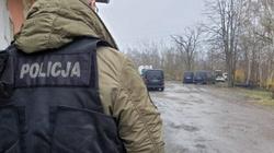 Mężczyzna, który taranował samochody i mierzył z broni do policjantów zmarł w wyniku postrzału - miniaturka