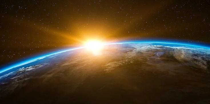 Chcą ,,przyciemnić'' słońce pyłem, by walczyć z globalnym ociepleniem. Bill Gates dołącza do programu - zdjęcie