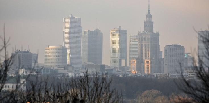 Benzopiren truje Polaków, 'Sytuacja jest niepokojąca' - zdjęcie
