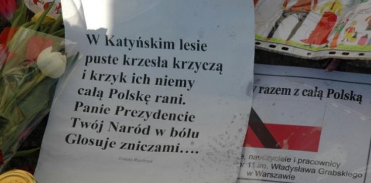 Wspomnienie Joachima Brudzińskiego: Ciało prezydenta leżało na czarnej folii, folia leżała w błocie - zdjęcie