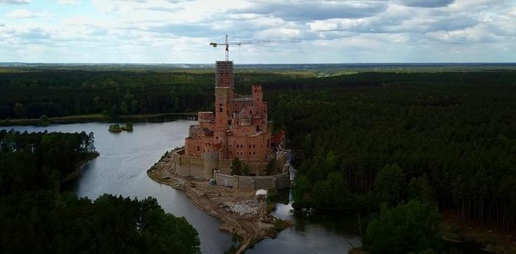 Cela plus: CBA zawiadamia prokuraturę ws. zamku w Stobnicy - zdjęcie