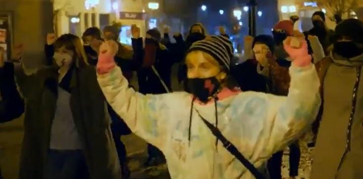 Uszy bolą! Strajk Kobiet nagrał ,,teledysk'' [Wideo] - zdjęcie