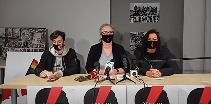 Feministki na konferencji prasowej: ,,Chrzest to przemoc'' - zdjęcie