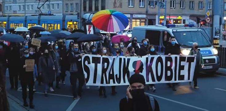 Kłopoty Strajku Kobiet? Uczestniczki nie chcą wulgaryzmów - zdjęcie