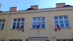 ,,Zróbcie Mateckiemu jazdę''. Radny PiS ujawnił, że nauczyciele podczas strajku siedzą w domu. Jest prześladowany! - miniaturka