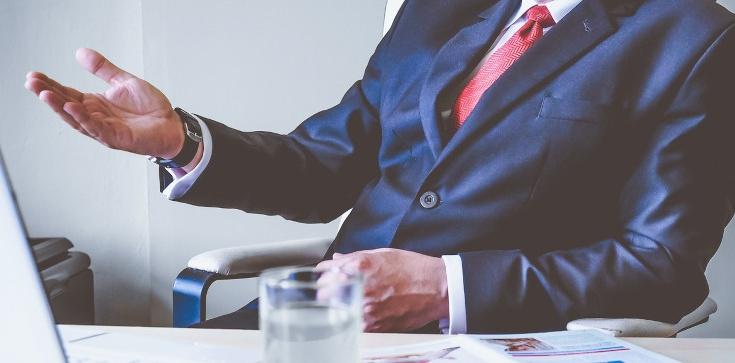 USA: Biali menadżerowie musieli wyznawać swoje 'grzechy'. Wszystko za pieniądze podatników - zdjęcie